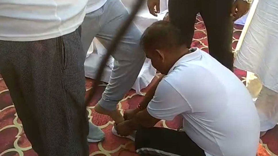 बीजेपी के मंत्री का जूते वाला विडियो viral, ये मिला जवाब