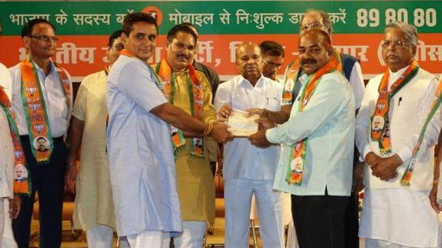 भाजपा सदस्यता अभियान से जुड़े हर वर्ग के लोग