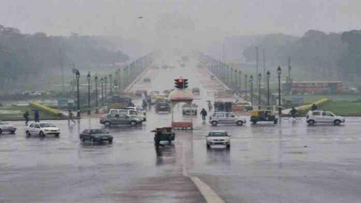 दिल्ली में बारिश से मौसम हुआ सुहाना