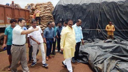 बारिश से धान भीगने की शिकायत पर खाद्य मंत्री एक्शन में