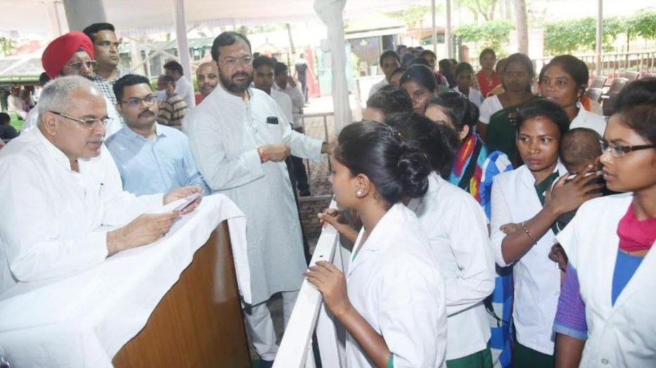 जनचौपाल: प्रशिक्षित एएनएम और नर्सों ने CM भूपेश से की भुगतान नहीं होने की शिकायत