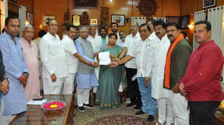 राज्यपाल से सरकार की शिकायत, भाजपा ने बदलापुर की राजनीति का लगाया आरोप