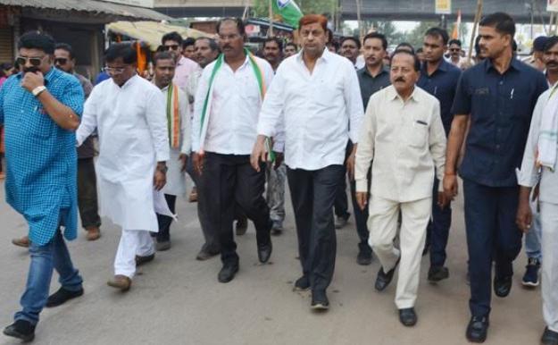 Gandhi vichar padyatra, Ending, Include Minister Akbar,