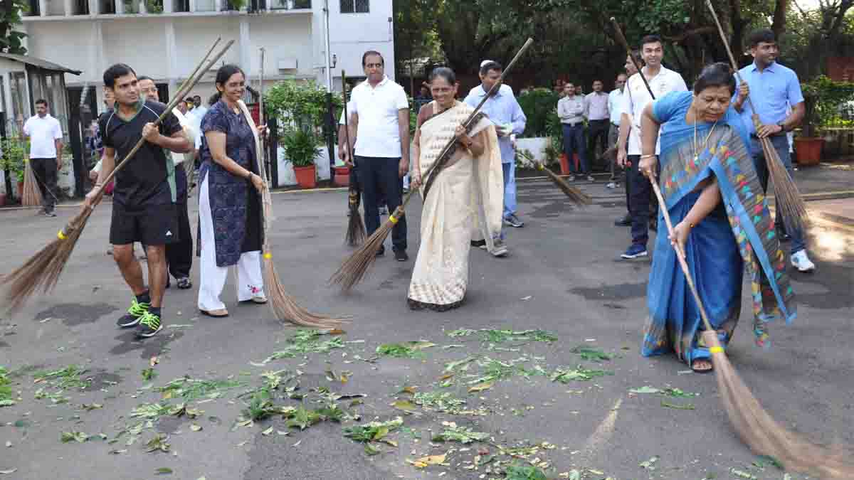 Governor, sweeps the message of cleanliness, on, Gandhi Jayanti,