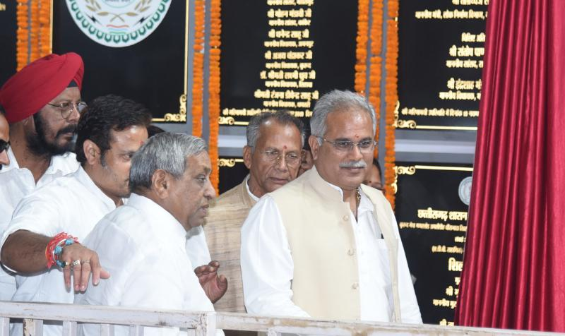 Chief Minister, Bhupesh Baghel, One thousand 983 crores, Road projects, laid the foundations,
