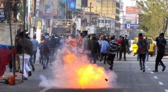 असम में हिंसा के बीच नागरिकता बिल को राष्ट्रपति की मंजूरी