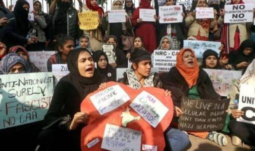 Demonstrations continue against CAA, 144 near the Red Fort,
