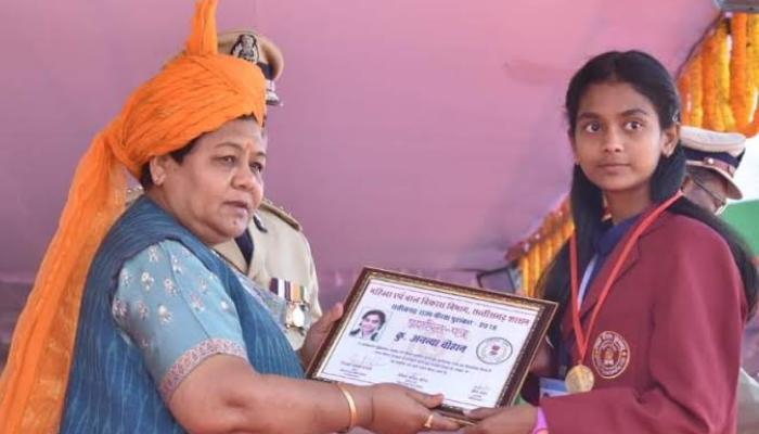 Republic Day, Raipur, Governor Anusuiya, Police officers, Brave kids honor,