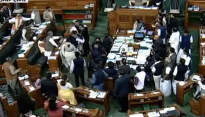 राहुल के 'डंडे मारेंगे' वाले बयान पर संसद हंगामा,  हर्षवर्धन पर भड़के कांग्रेसी सांसद