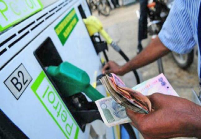 पेट्रोल-डीजल की कीमतों में आया उछाल, जानें कीमत
