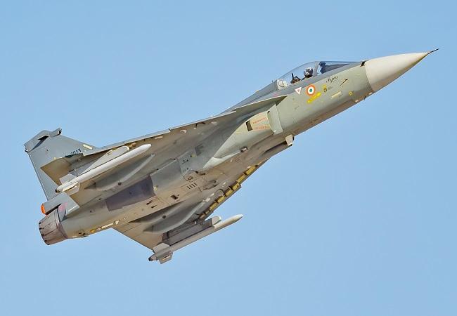 सीमा पर अब दुश्मनों की खैर नहीं, भारत ने बॉर्डर पर तैनात किया स्वदेशी फाइटर जेट तेजस