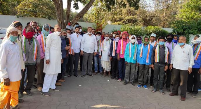 कवर्धा के जनप्रतिनिधि और ग्रामीणों ने किया कांग्रेस प्रवेश