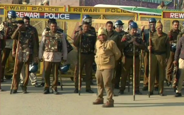 Farmers Protest : कुछ ही देर बाद शुरू होगा किसानों का 'चक्का जाम' प्रदर्शन, दिल्ली मेट्रो ने एहतियातन इन 8 स्टेशनों को किया बंद, शाहजहांपुर बॉर्डर पर भारी सुरक्षाबल तैनात