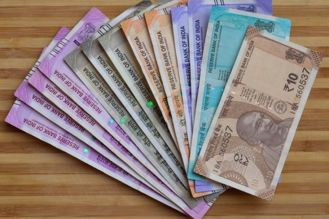 Markets: रुपया शुरुआती कारोबार में अमेरिकी डॉलर के मुकाबले 3 पैसे बढ़कर 72.94 पर