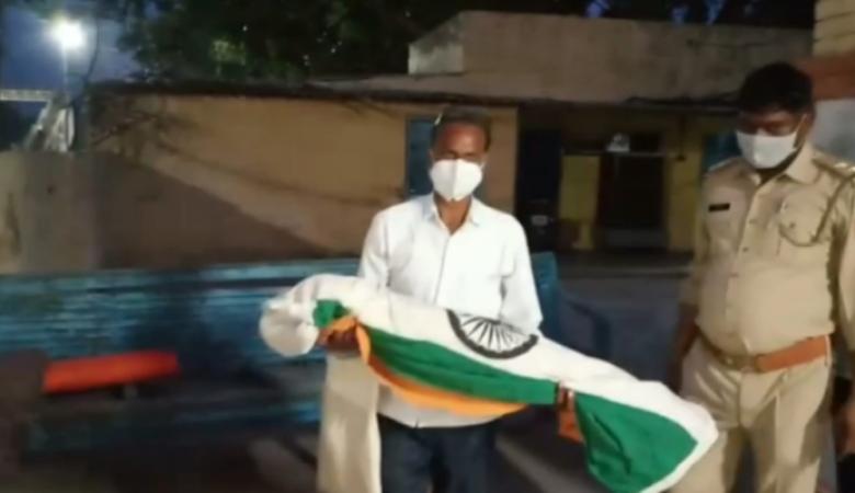 UP NEWS : ट्रैन के इंजन में फंस कर मर गया राष्ट्रीय पक्षी, अब इस तरह किया जाएगा अंतिम संस्कार?