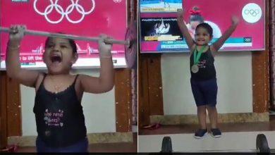 """मीराबाई चानू को सिल्वर मेडल लिफ्ट की नकल करने वाली लड़की का यह वीडियो """"प्यार"""""""