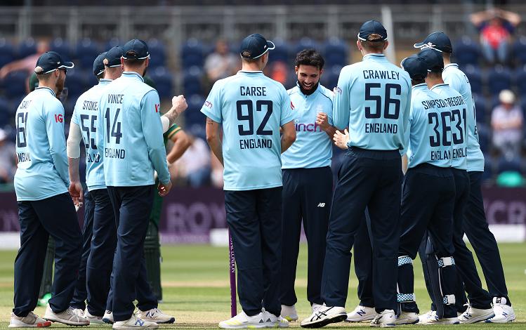 ENG v/s PAK 1ST ODI : इंग्लैंड और पाकिस्तान के बीच पहले वनडे में इन 6 क्रिकेटरों ने किया डेब्यू ? इंग्लैंड के 5 और पाकिस्तान का एक खिलाड़ी