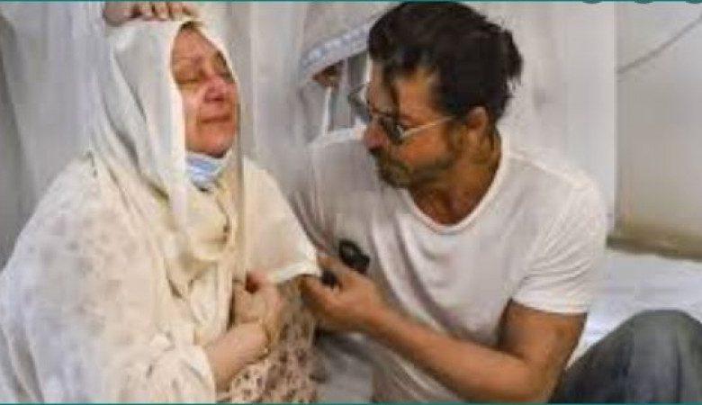 VIDEO: किंग खान ने सायरा बानो को लगाया गले और पोंछे आंसू
