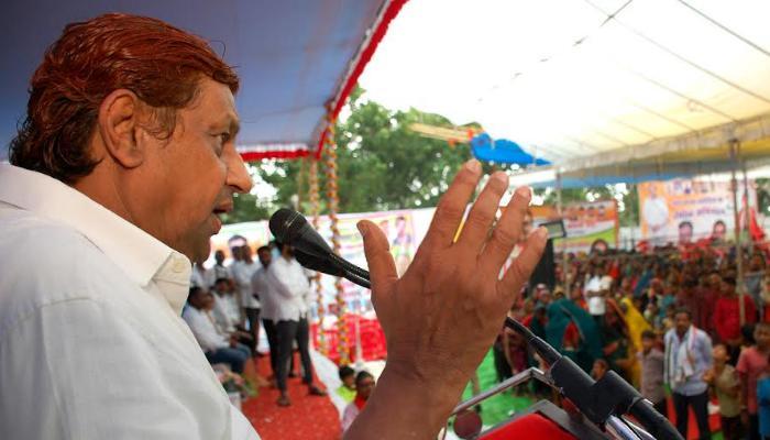 मंत्री अकबर ने कोरोना काल में बेरोजगार हुए नाचा गम्मत परिवार के 40 दलो को 10 लाख रुपए देने की घोषणा की