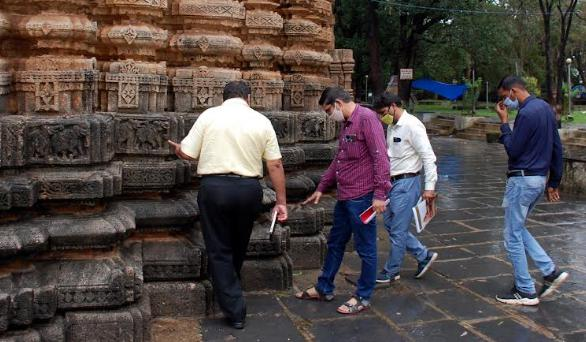 पुरातत्व विभाग ने भोरदेव मंदिर के बाहरी भाग में भी चावल और केमिकल युक्त गुलाल छिड़कने पर प्रतिबंध लगाने कहा